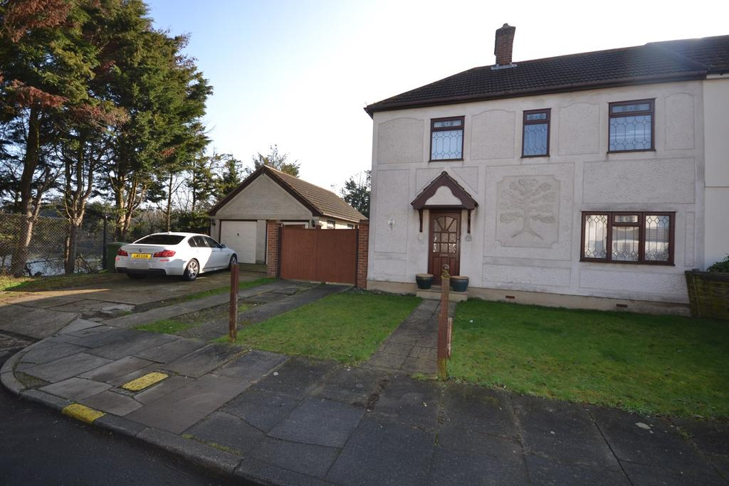 3 Bedrooms Semi Detached House for sale in Clarence Road, Corringham, Stanford-le-Hope, SS17