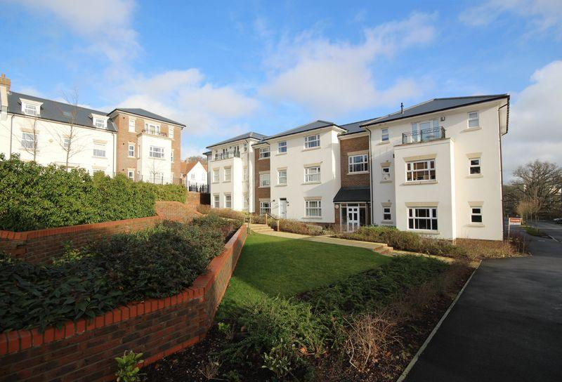 2 Bedrooms Flat for sale in Whittingham House, 19 Renfields, Haywards Heath