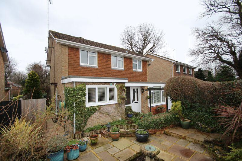 4 Bedrooms Detached House for sale in The Glebe, Ewhurst