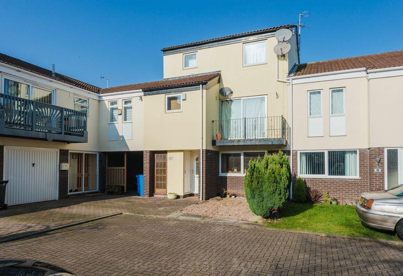 3 Bedrooms Maisonette Flat for sale in Marina Village, Runcorn