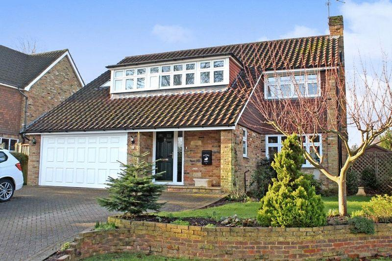 4 Bedrooms Detached House for sale in GREAT BOOKHAM