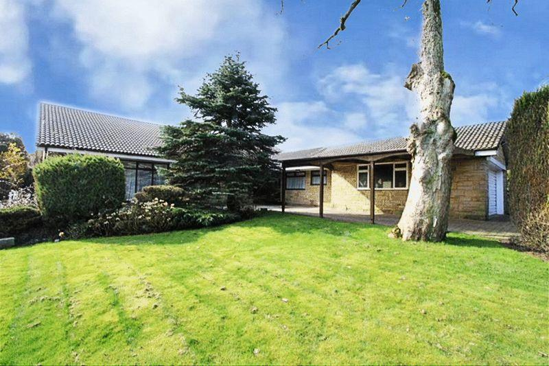 3 Bedrooms Detached Bungalow for sale in Greenvale, Bamford Rochdale OL11 5QJ