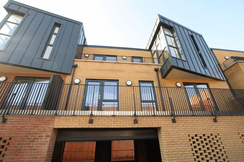 3 Bedrooms Apartment Flat for sale in Tudor Apartments,7a Odeon, Parade, Well Hall Road, Eltham SE9