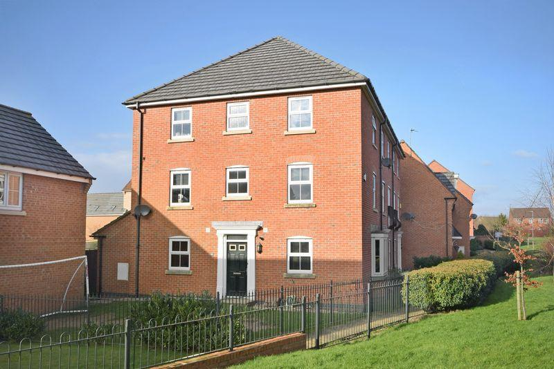 4 Bedrooms Semi Detached House for sale in Lingwell Park, Widnes