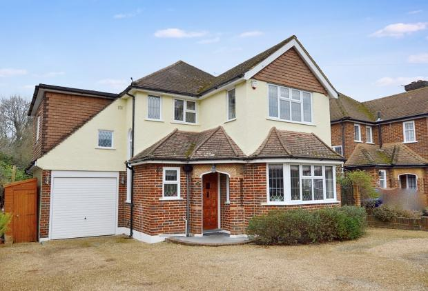 4 Bedrooms Detached House for sale in Broadhurst, Ashtead, KT21