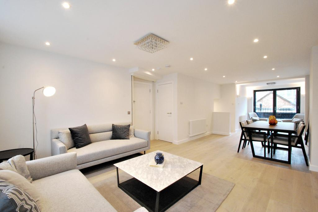 3 Bedrooms Flat for sale in Clapham Road, Oval, London