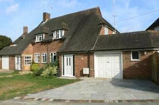 3 Bedrooms Semi Detached House for sale in Kingston Avenue, East Horsley, Leatherhead, Surrey, KT24