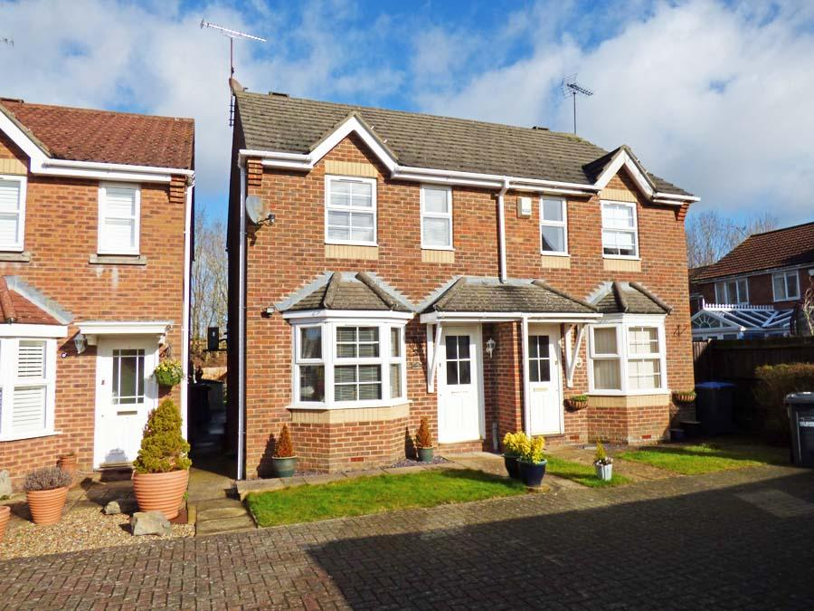 2 Bedrooms House for sale in Primrose Close, Burgess Hill, RH15