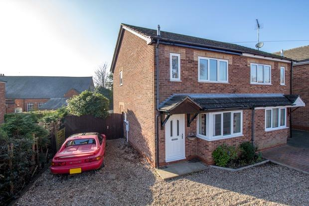 2 Bedrooms Semi Detached House for sale in Havelock Street, Desborough, Kettering, NN14
