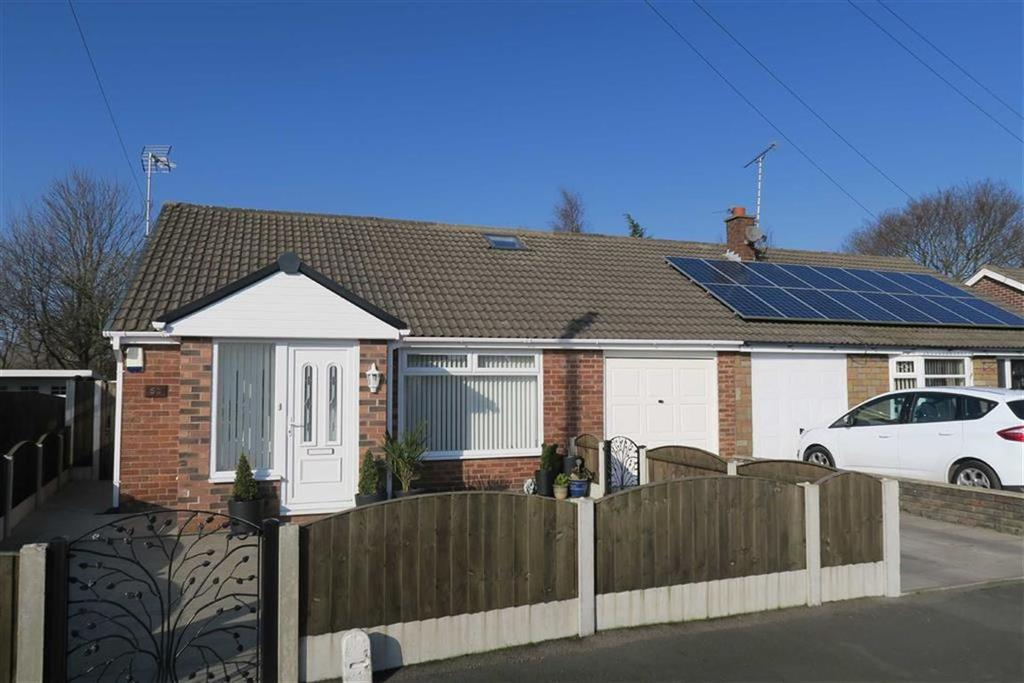 3 Bedrooms Semi Detached Bungalow for sale in Thirlmere Road, Partington, Manchester