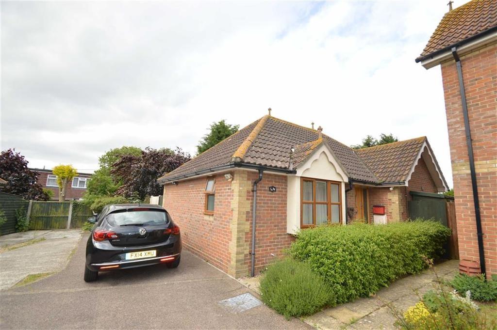 2 Bedrooms Detached Bungalow for sale in Wheatfields, Great Stambridge, Essex
