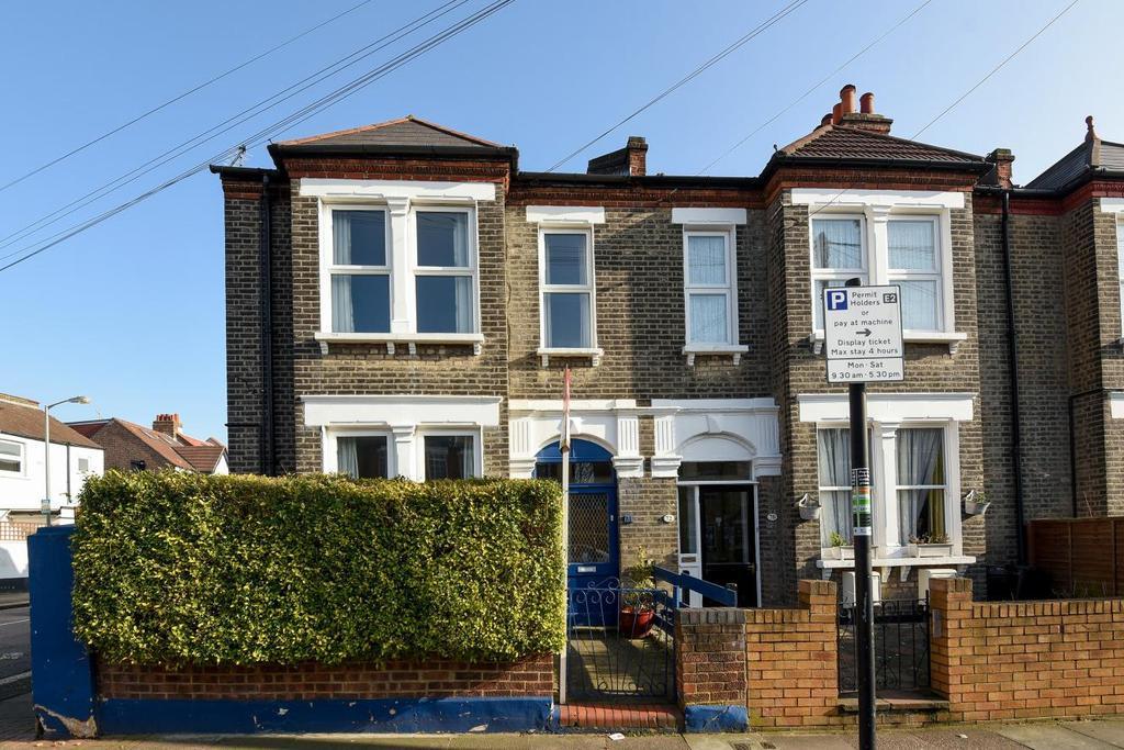 2 Bedrooms Maisonette Flat for sale in Bickersteth Road, Tooting, SW17