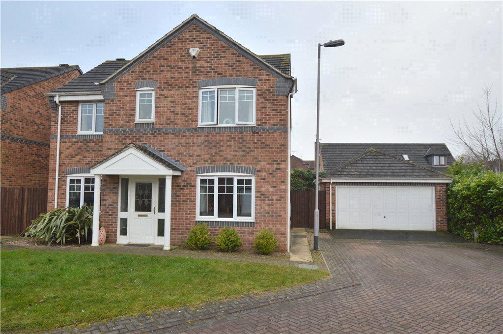 4 Bedrooms Detached House for sale in The Links, Crigglestone, Wakefield, West Yorkshire