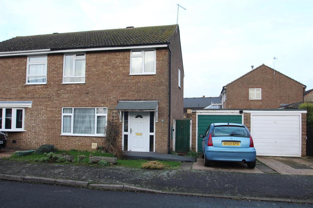 3 Bedrooms Semi Detached House for sale in St. James Close, Hanslope, Milton Keynes