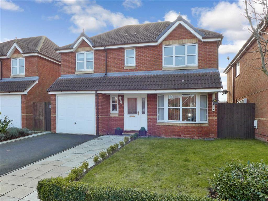 4 Bedrooms Detached House for sale in Langley Drive, Crewe