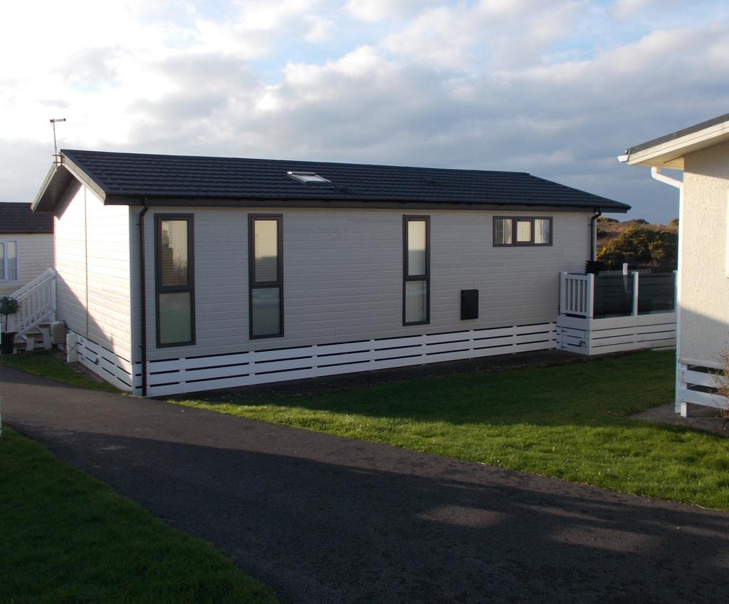 3 Bedrooms Park Home Mobile Home for sale in BODAFON HOLIDAY PARK, NEFYN LL53