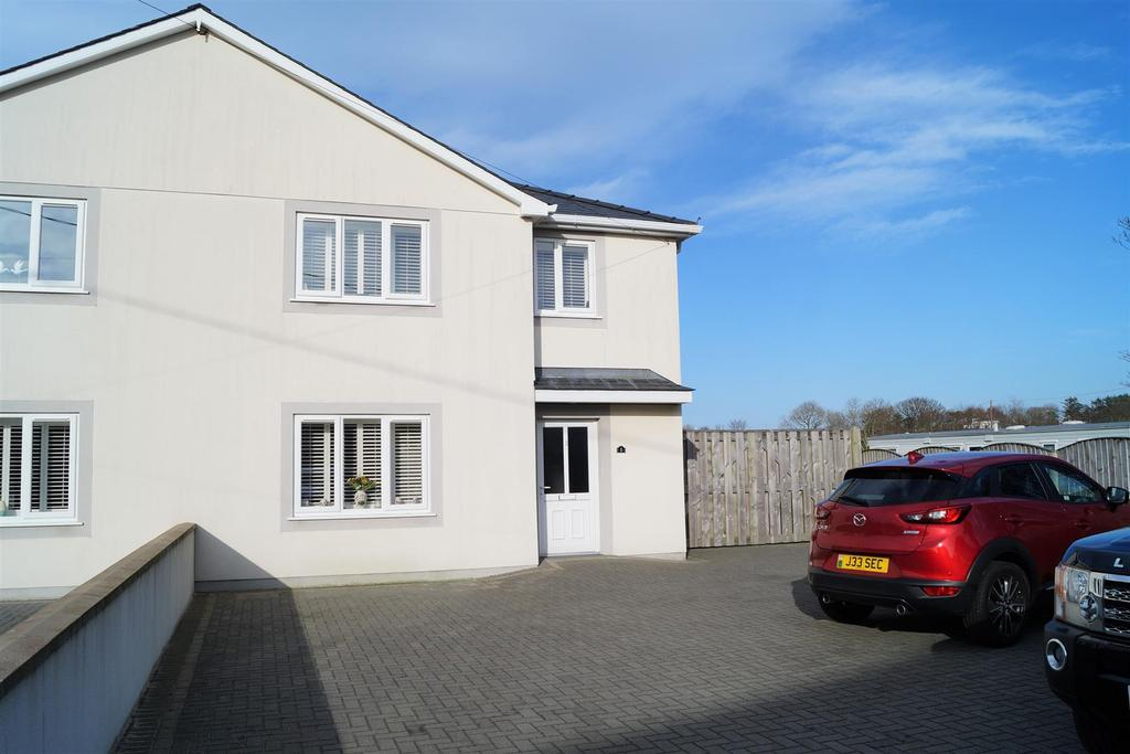 3 Bedrooms Semi Detached House for sale in Gerddi Cae Coch, Morfa Nefyn