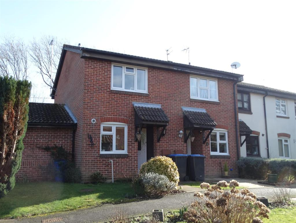 2 Bedrooms Semi Detached House for sale in The Wickets, Burgess Hill