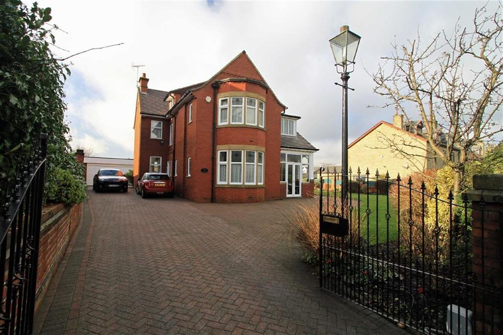 4 Bedrooms Detached House for sale in Carrick, 111A Rochdale Road, Milnrow, Rochdale, OL16