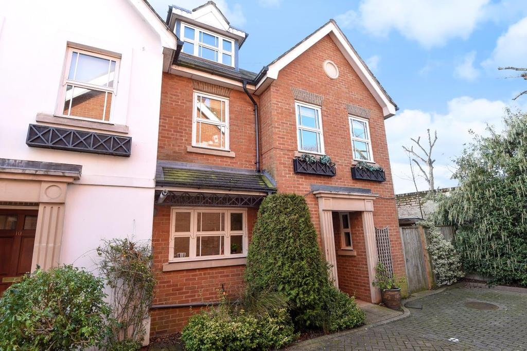 4 Bedrooms Terraced House for sale in Waters Place, Putney, SW15