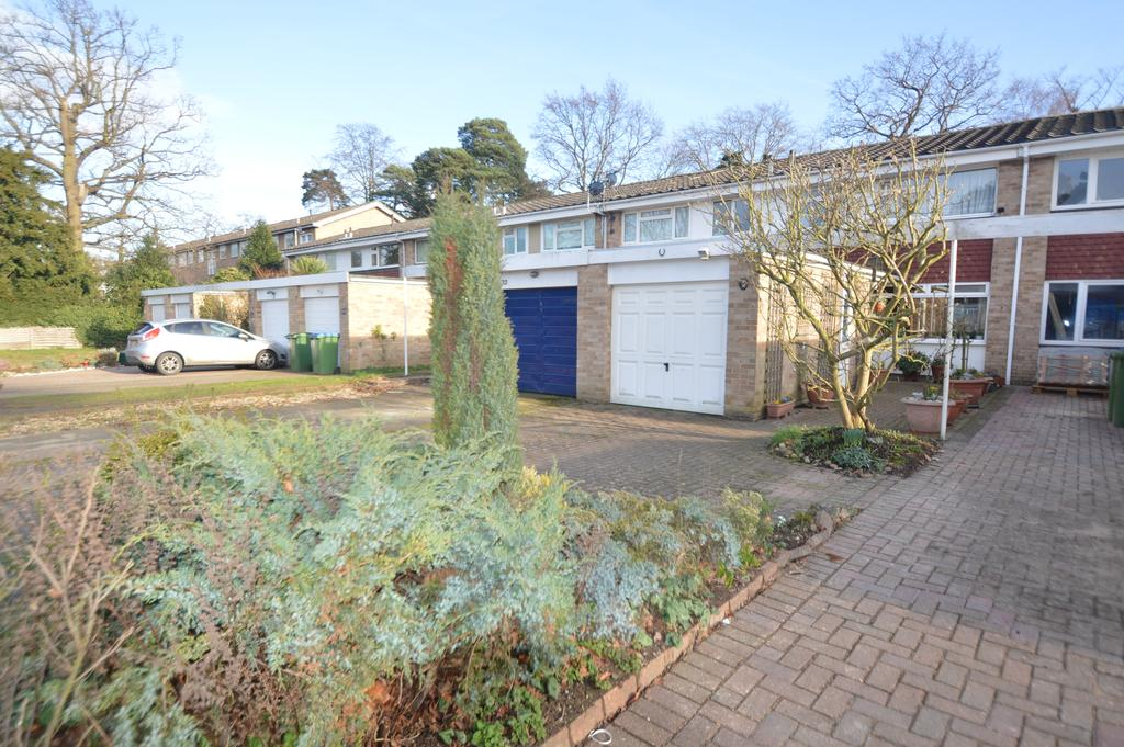 3 Bedrooms Terraced House for sale in St Vincent Road, WALTON ON THAMES kt12