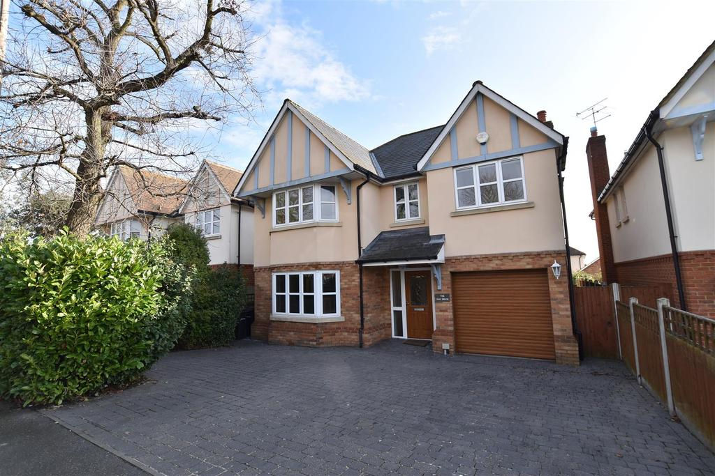 5 Bedrooms Detached House for sale in White House Chase, Rayleigh