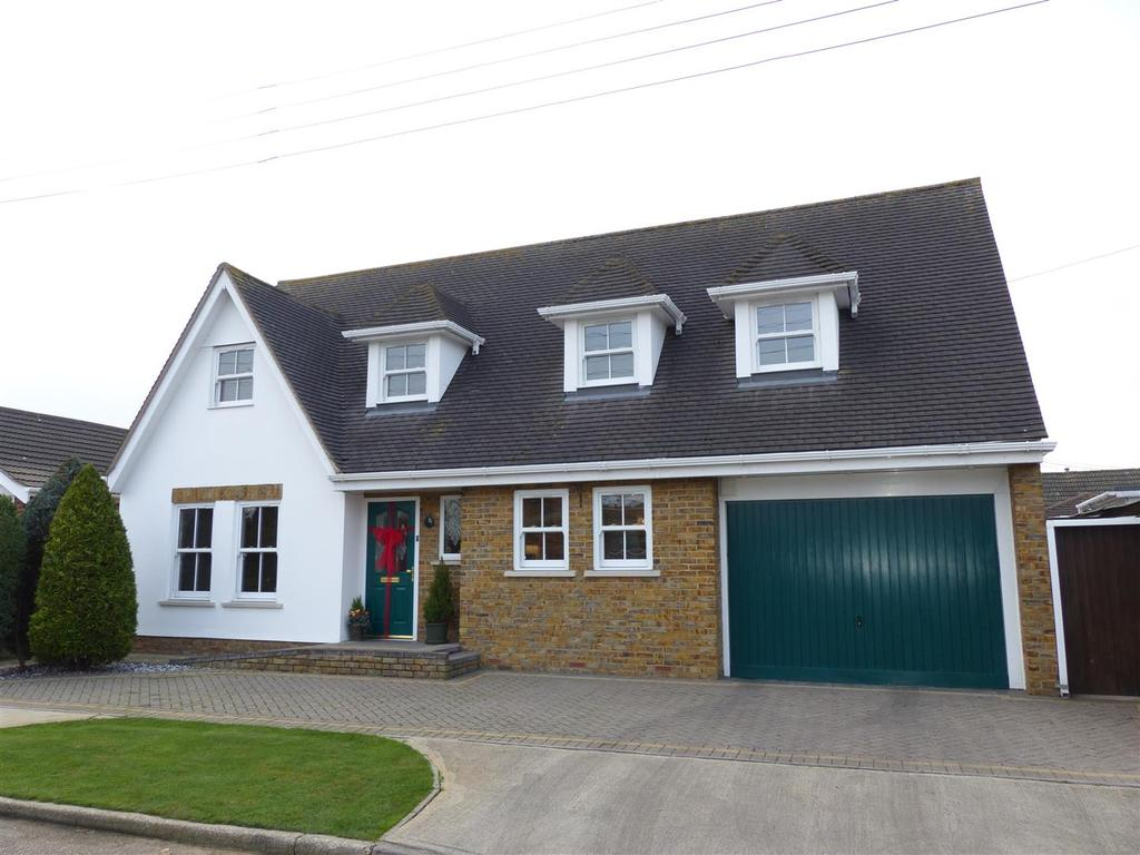 3 Bedrooms Chalet House for sale in Lilac Avenue, Canvey Island
