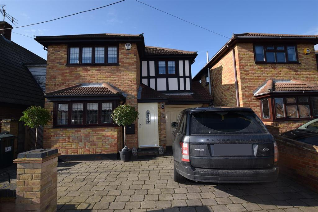 4 Bedrooms Detached House for sale in Denham Road, Canvey Island