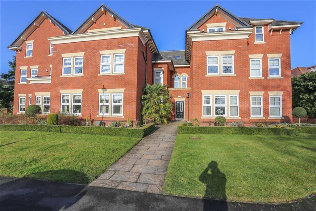 2 Bedrooms Flat for sale in Offerton Road, Offerton, Cheshire