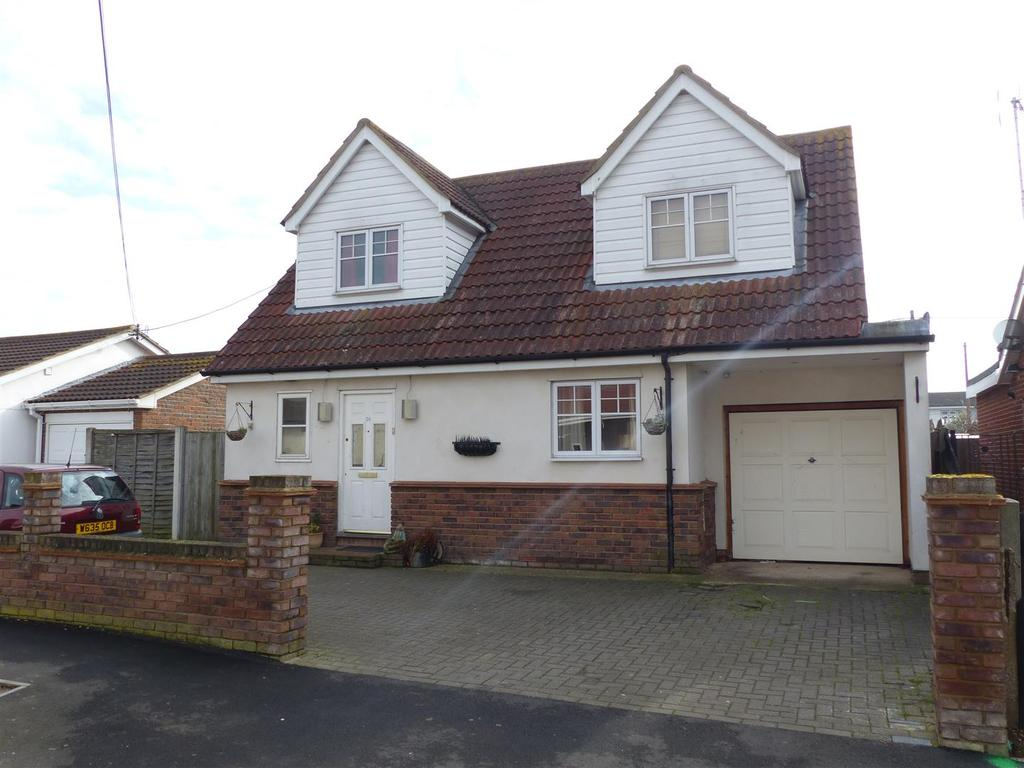 3 Bedrooms Chalet House for sale in Delfzul Road, Canvey Island
