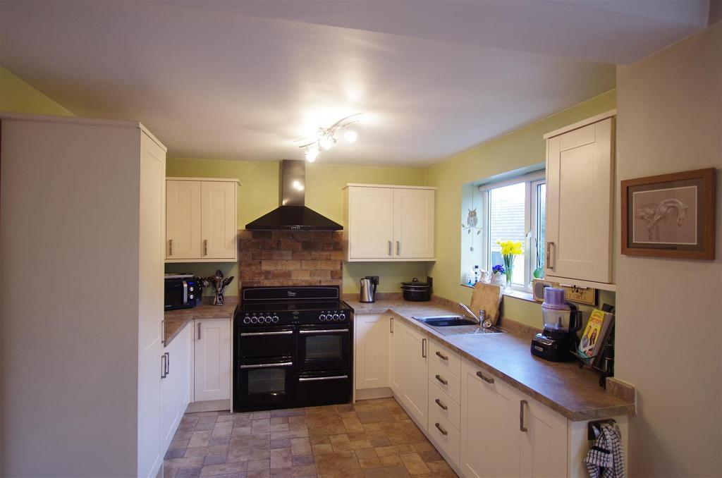 4 Bedrooms Semi Detached House for sale in Rosemary Lane, Siddal, Halifax