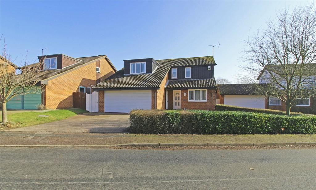 4 Bedrooms Detached House for sale in Greenway, Letchworth Garden City, Hertfordshire