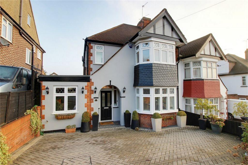 3 Bedrooms Semi Detached House for sale in Sedley Rise, Loughton, Essex