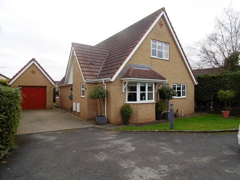3 Bedrooms Detached Bungalow for sale in Southglade, Sully, Penarth