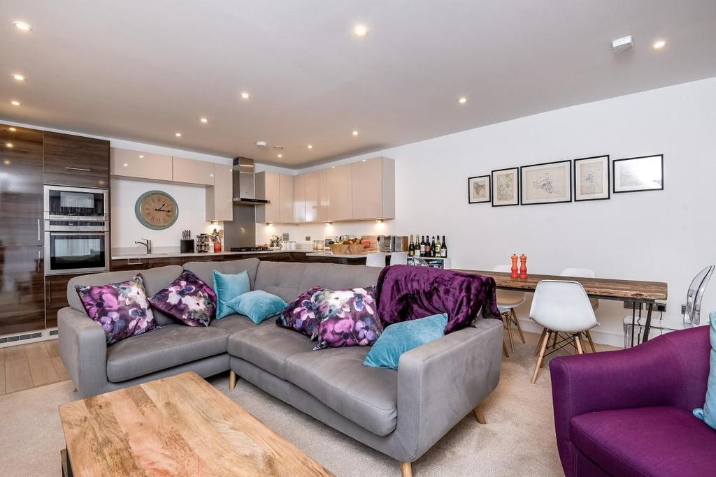 2 Bedrooms Flat for sale in Sidney Road, Brixton, SW9