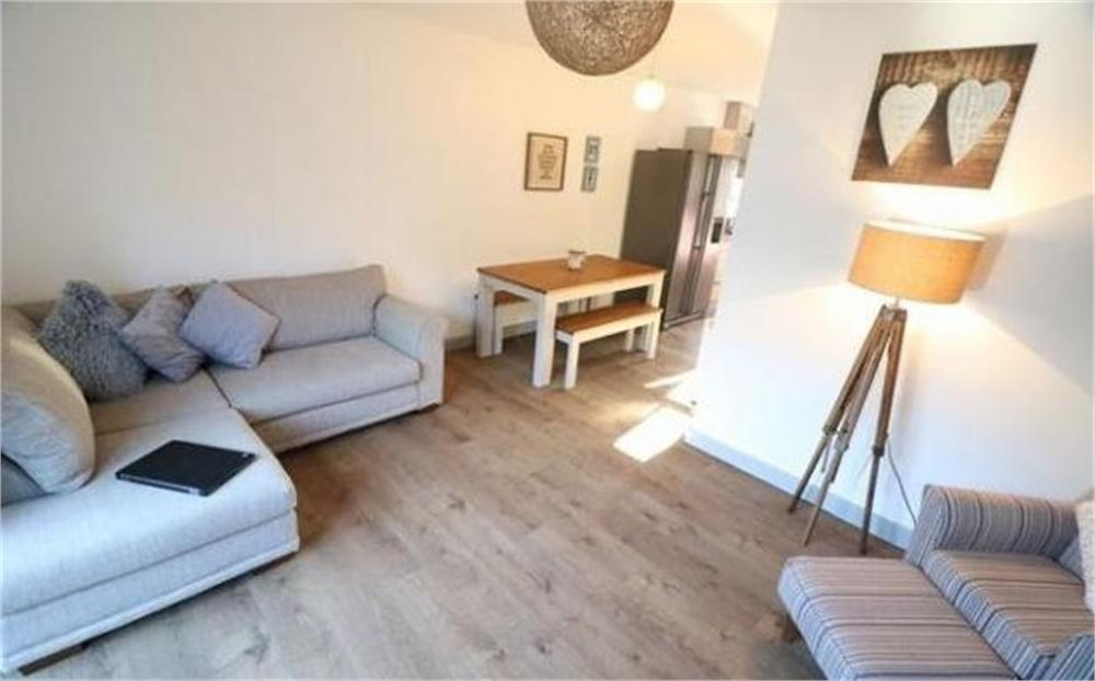3 Bedrooms Semi Detached House for sale in Barnsbridge Grove, BARNSLEY, South Yorkshire