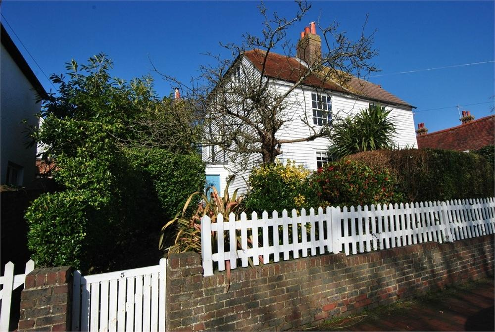 4 Bedrooms Semi Detached House for sale in De la Warr Road, BEXHILL-ON-SEA, East Sussex