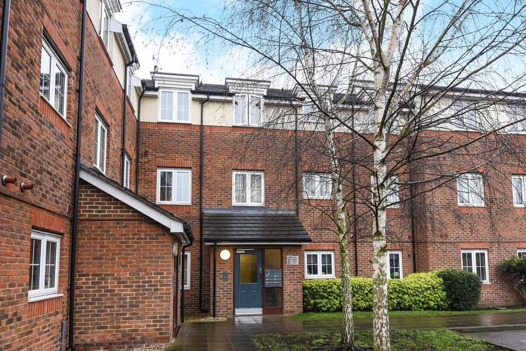 2 Bedrooms Flat for sale in Hemlock Close, Streatham, SW16
