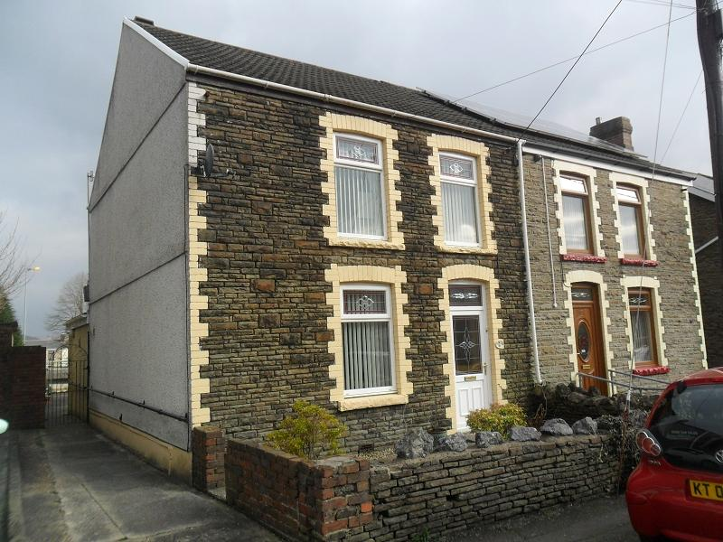 3 Bedrooms Semi Detached House for sale in Francis Street, Pontardawe, Swansea.
