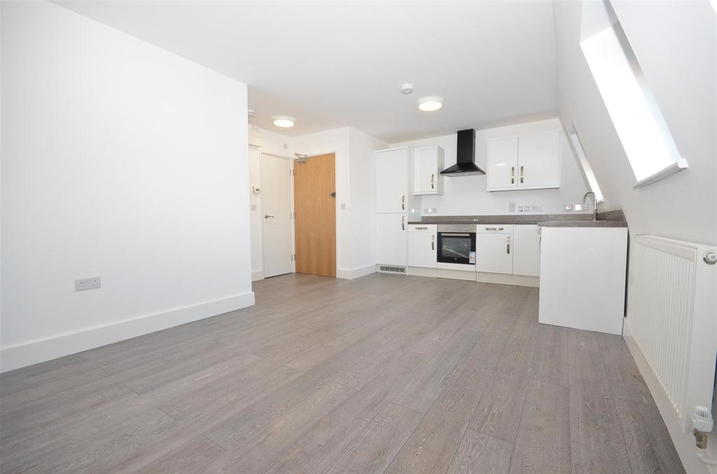 2 Bedrooms Apartment Flat for sale in Close to Town Centre