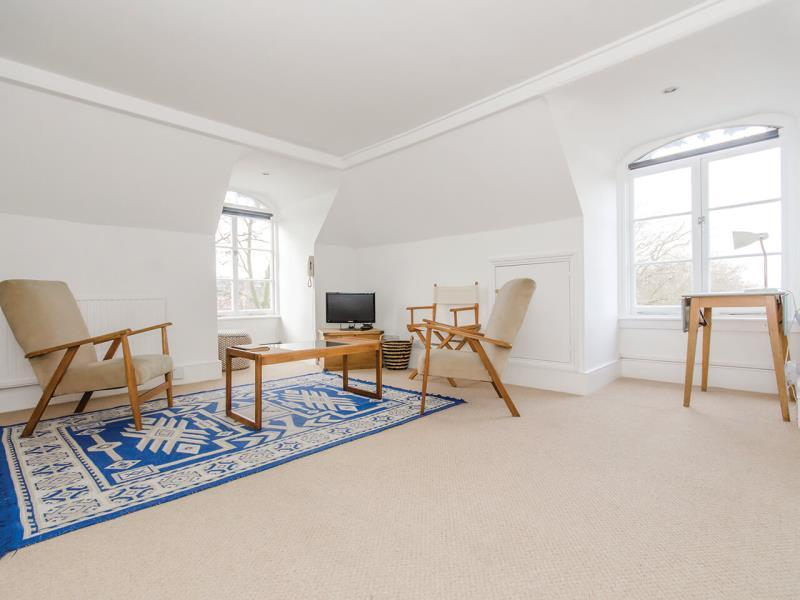 Studio Flat for sale in Middle Lane, N8
