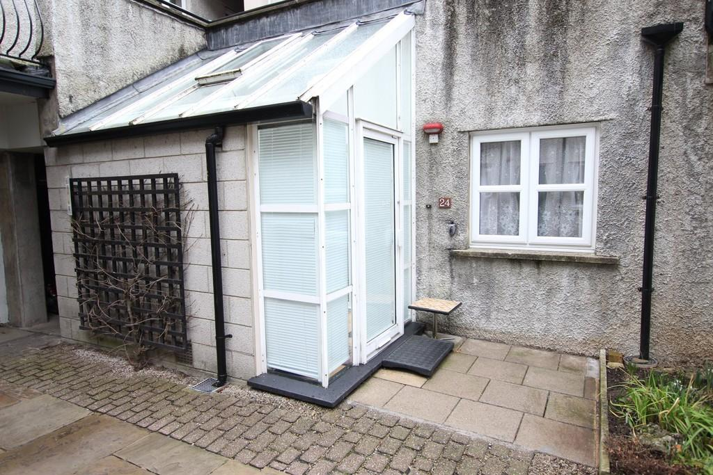 2 Bedrooms Apartment Flat for sale in 24 Websters Yard, Kendal