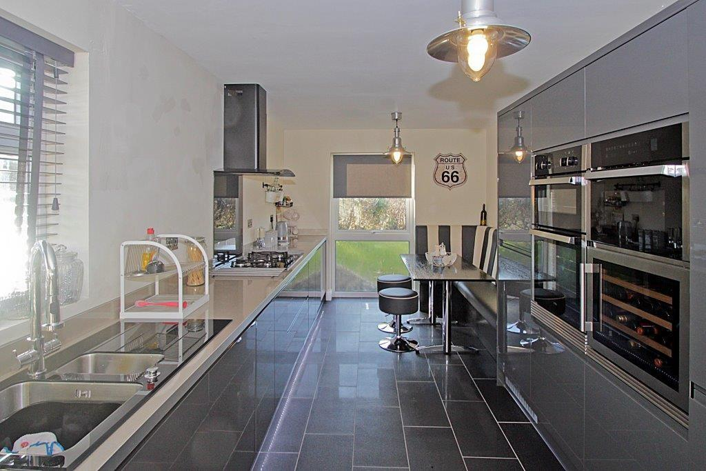 3 Bedrooms Detached Bungalow for sale in Yr Ogof, Holyhead, North Wales