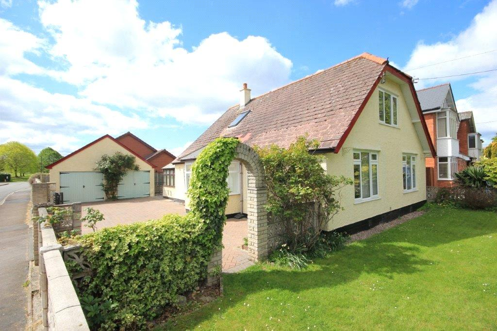 3 Bedrooms Detached Bungalow for sale in Kings Acre Road, Hereford, Herefordshire, HR4