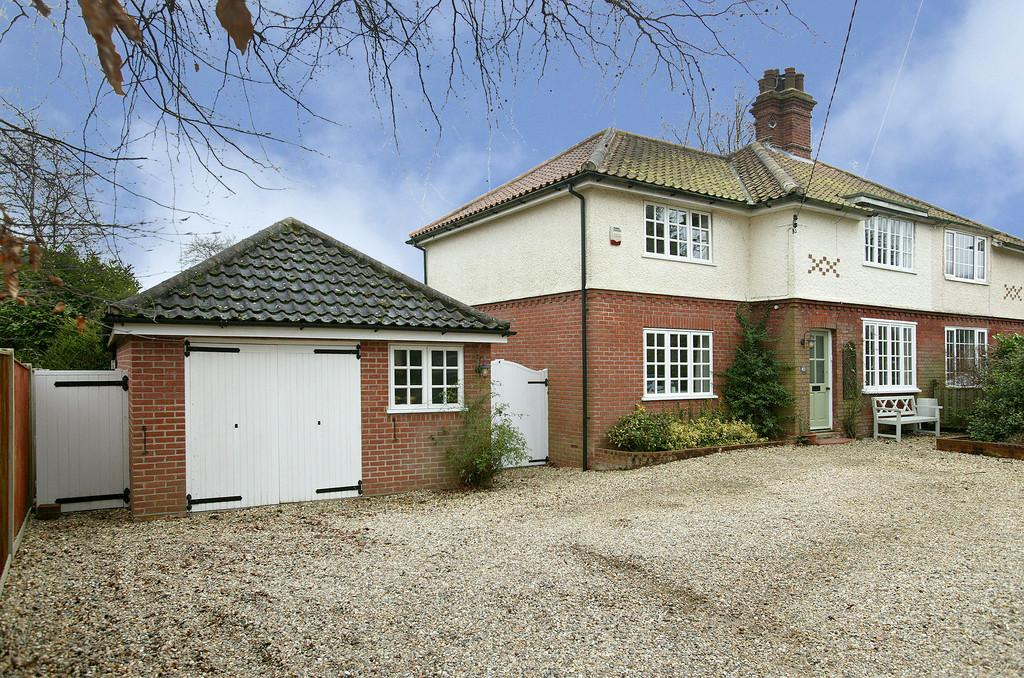 3 Bedrooms Semi Detached House for sale in Highfield Avenue, Brundall