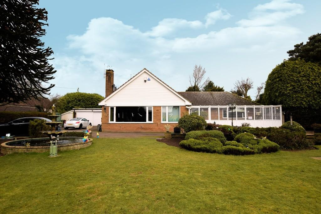4 Bedrooms Detached Bungalow for sale in St Peters Lane, Bickenhill