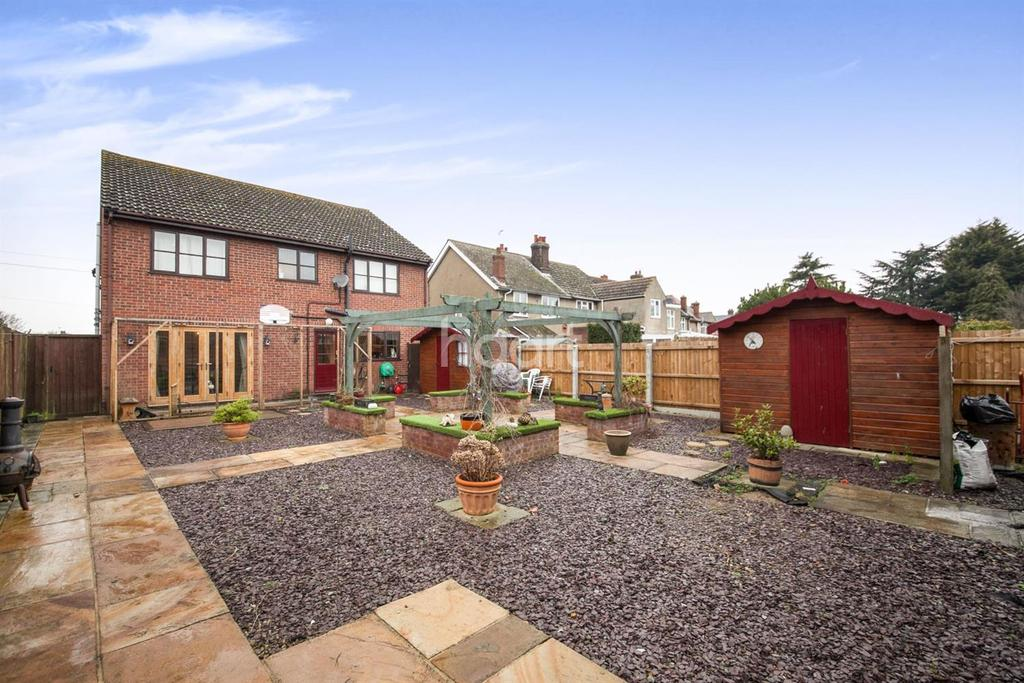 4 Bedrooms Detached House for sale in Harwich Road, Mistley, Manningtree, Essex