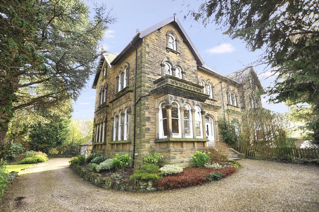7 Bedrooms Semi Detached House for sale in Westminster Drive, Burn Bridge