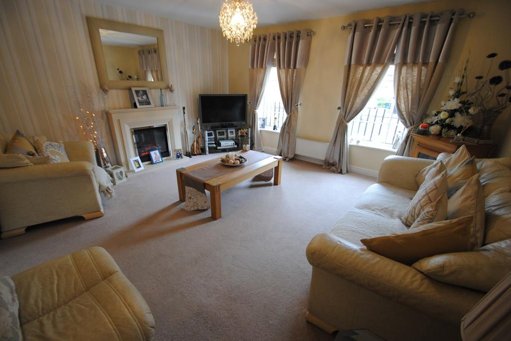 4 Bedrooms End Of Terrace House for sale in Crofters Court, Balby