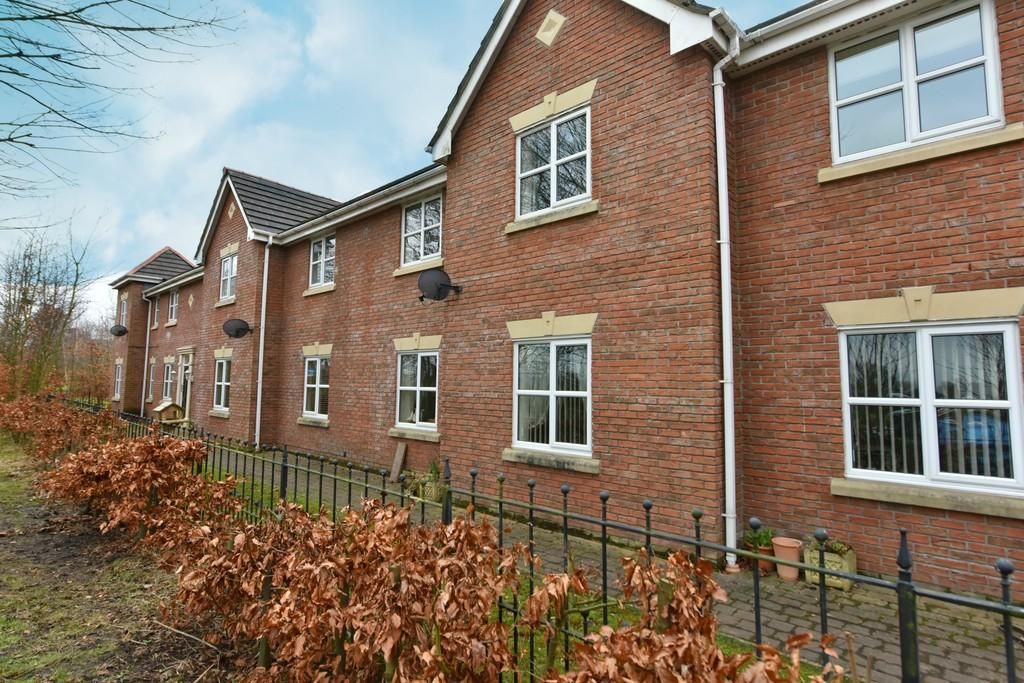2 Bedrooms Apartment Flat for sale in Delph Drive, Burscough
